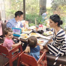 Family Travel Guide, family dinner